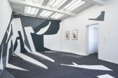Frauke Dannert, Installation (Teppichintarsie, Wandmalerei und Collagen), 2019, Foto: Ben Hermanni, Lemgo