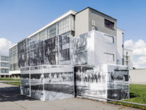Georg Brückmann, aus der Serie: Bauhaus Dessau #11, Schulgebäude mit Nazis, 2017, Fine Art Print, 105 x 140 cm © Georg Brückmann, courtesy of Josef Filipp Galerie