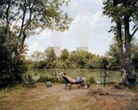 Jürgen Nefzger, aus der Serie »Fluffy Clouds: Nogent-sur-Seine, Frankreich«, 2003 , C-Print, Aludibond, Courtesy  Galerie Françoise Paviot , Paris
